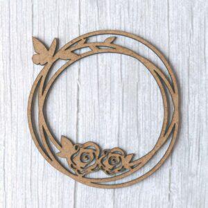 Maderita decorativa en DM con forma de corona con flores cortada a láser de Scrapéalo